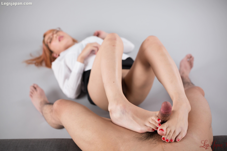 nylon feet Schoolgirl
