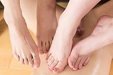 Natsuki Yokoyama & Aya Kisaki's Legs